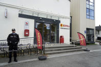 Police cordon off a supermarket in Kongsberg, Norway, Thursday, Oct. 14, 2021, after a man killed several people. Police in Norway are holding a 37-year-old man from Denmark suspected in a bow-and-arrow attack in a small town that killed five people and wounded two others. (Terje Pedersen/NTB via AP)