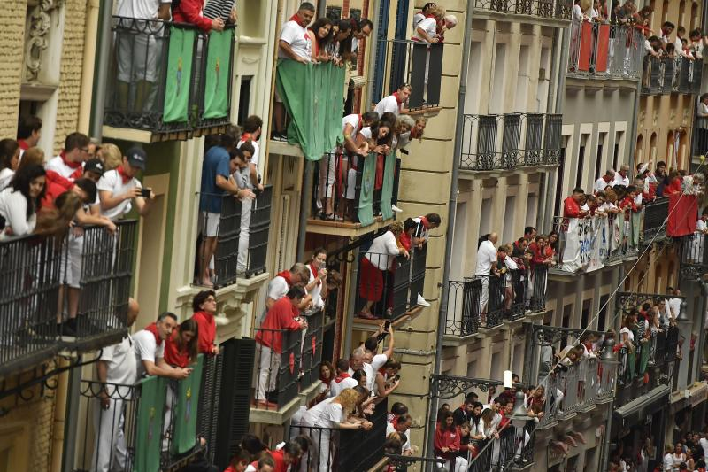 People on balconies wait for the start of the running of the bulls at the San Fermin Festival in Pamplona, northern Spain, July 9, 2019. (Photo: Alvaro Barrientos/AP)