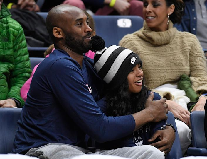 Kobe Bryant and his daughter Gianna watch the first half of an NCAA college basketball game between Connecticut and Houston on March 2, 2019. (Photo: ASSOCIATED PRESS)