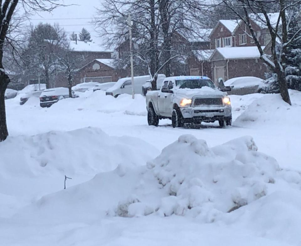 Quickly accumulating snow, difficult travel hits Ontario and Quebec