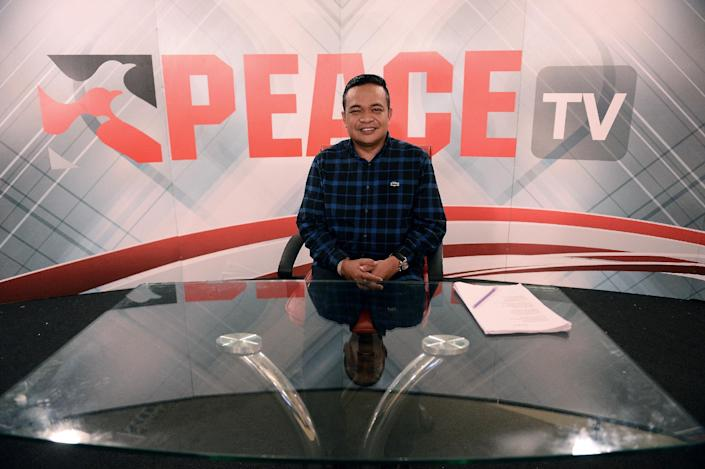 Chairman of the Red Shirts Jatuporn Prompan pictured ahead of his live show on Peace TV, back on the airwaves after the Junta lifted its ban, October 10, 2014 (AFP Photo/Christophe Archambault)