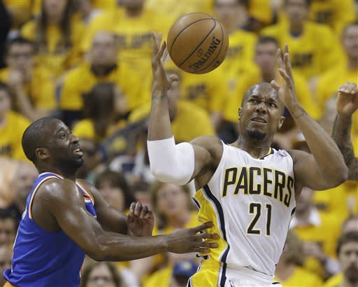 Indiana Pacers' David West (21) and New York Knicks' Raymond Felton go after a loose ball during the first half of Game 6 of an Eastern Conference semifinal NBA basketball playoff series Saturday, May 18, 2013, in Indianapolis. (AP Photo/Darron Cummings)