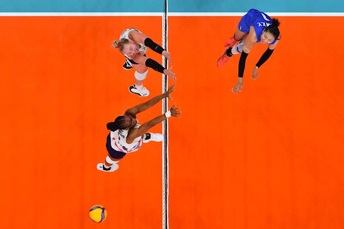 <p>China's Yuan Xinyue (R) spikes the ball in the women's preliminary round pool B volleyball match between China and USA during the Tokyo 2020 Olympic Games at Ariake Arena in Tokyo on July 27, 2021. - spikes the ball (Photo by Antonin THUILLIER / AFP)</p>