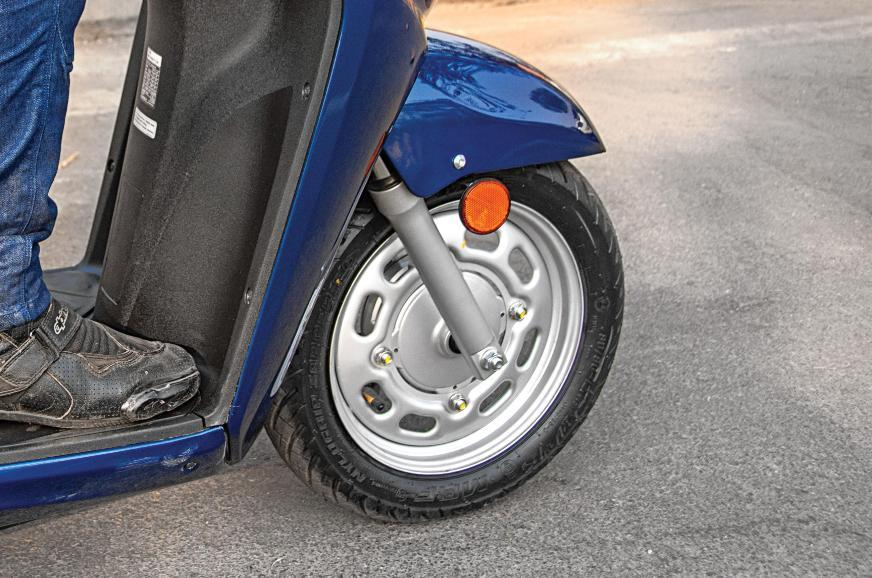 In January 2020, the Activa finally got a telescopic fork and 12-inch front wheel.
