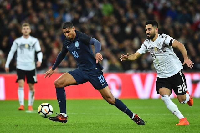 England's Ruben Loftus-Cheek (L) controls the ball chased by Germany's Ilkay Gundogan (R) during the friendly international football match between England and Germany at Wembley Stadium in London on November 10, 2017 (AFP Photo/Glyn KIRK )