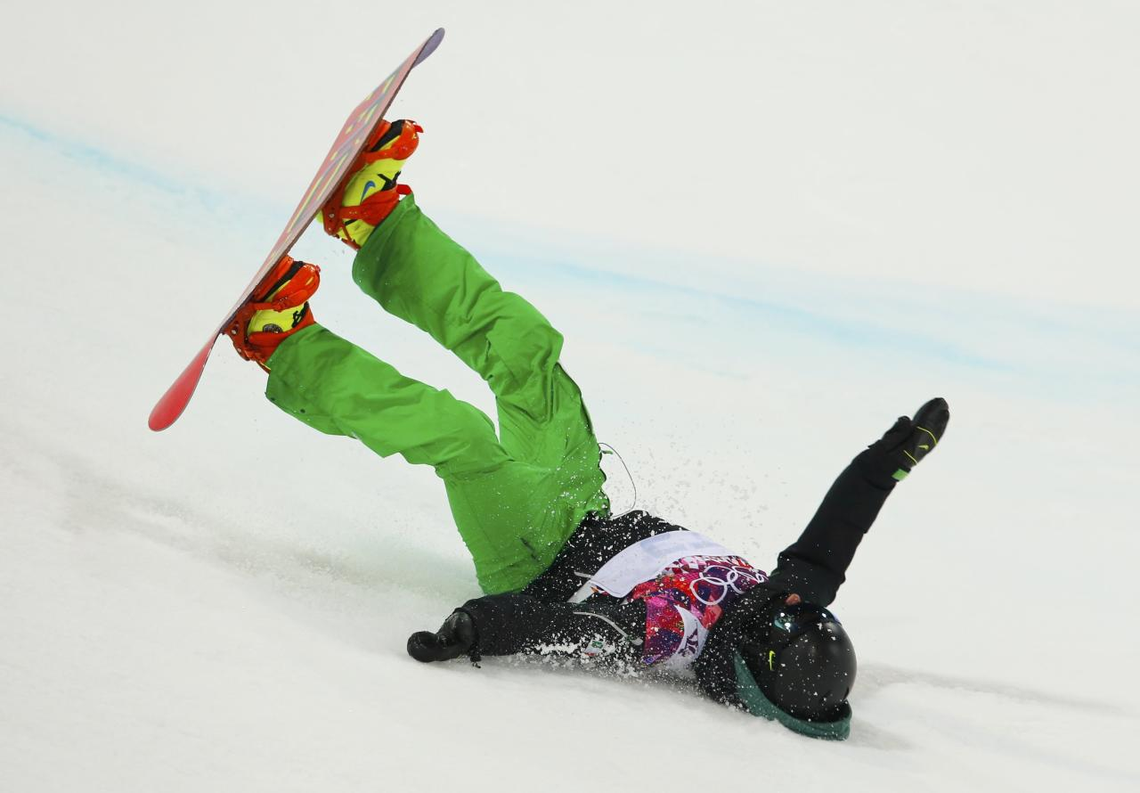 Ireland's Seamus O'Connor crashes out during the men's snowboard halfpipe semi-final event at the 2014 Sochi Winter Olympic Games, in Rosa Khutor February 11, 2014. REUTERS/Lucas Jackson (RUSSIA - Tags: SPORT OLYMPICS SPORT SNOWBOARDING)