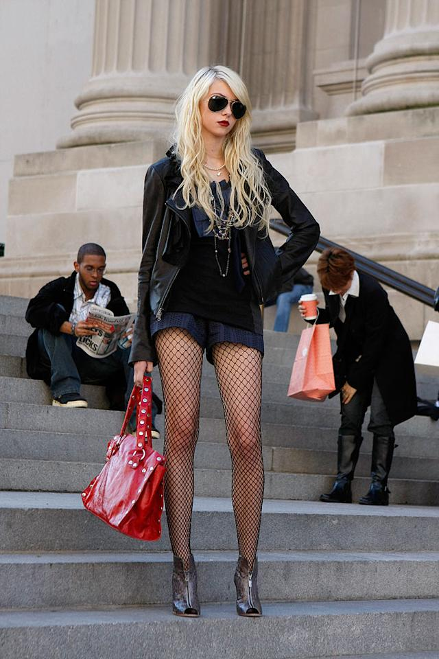 Q: Eric van der Woodsen and his boyfriend Jonathan Whitney were told they could not sit higher than Constance Billiard's Queen Bee Jenny on which famous New York City steps?