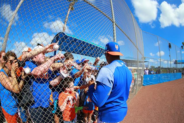 <p>New York Mets outfielder Yoenis Céspedes signs for fans after workouts at spring training in Port St. Lucie, Fla., Feb. 23, 2018. (Photo: Gordon Donovan/Yahoo News) </p>