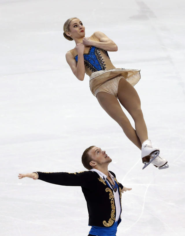 Tarah Kayne and Danny O'Shea compete during the pairs free skate at the U.S. Figure Skating Championships in Boston, Saturday, Jan. 11, 2014. (AP Photo/Elise Amendola)