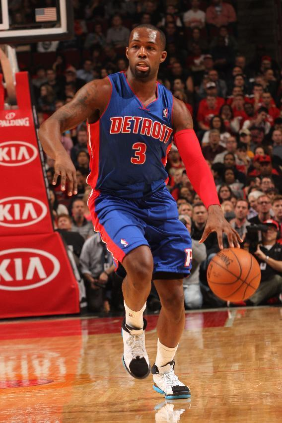 CHICAGO, IL - APRIL 11: Rodney Stuckey #3 of the Detroit Pistons handles the ball against the Chicago Bulls on April 11, 2014 at the United Center in Chicago, Illinois. (Photo by Ray Amati/NBAE via Getty Images)