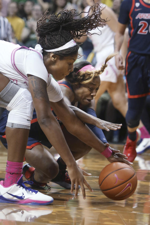 Oregon's Ruthy Hebard, left, competes against Arizona's Aari McDonald for a loose ball during the first quarter of an NCAA college basketball game in Eugene, Ore., Friday, Feb. 7, 2020. (AP Photo/Chris Pietsch)