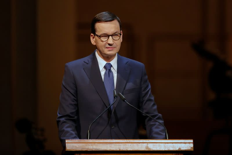 Polish PM seeks visit to Russia for plane crash and Katyn anniversaries