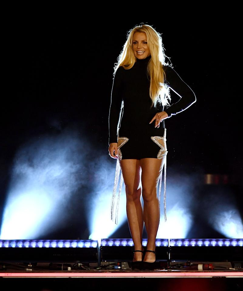 Britney Spears wears a black dress on stage