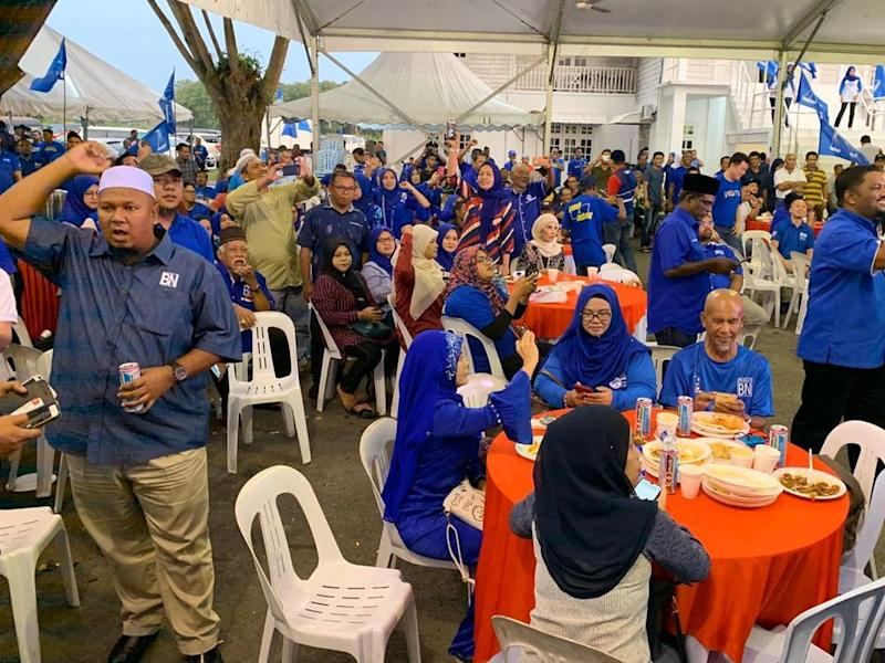 The crowd of supporters cheering at the new tally at the Barisan Nasional command centre in Jalan Umno in Pontian here tonight. — Picture by Ben Tan