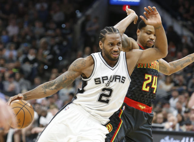 """<a class=""""link rapid-noclick-resp"""" href=""""/nba/players/4896/"""" data-ylk=""""slk:Kawhi Leonard"""">Kawhi Leonard</a> is among a group of small forwards thatcan do it all. (Photo by Ronald Cortes/Getty Images)"""