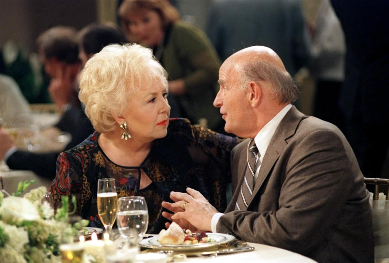 Doris Roberts and Peter Boyle in Everybody Loves Raymond (Photo: CBS/Courtesy Everett Collection)