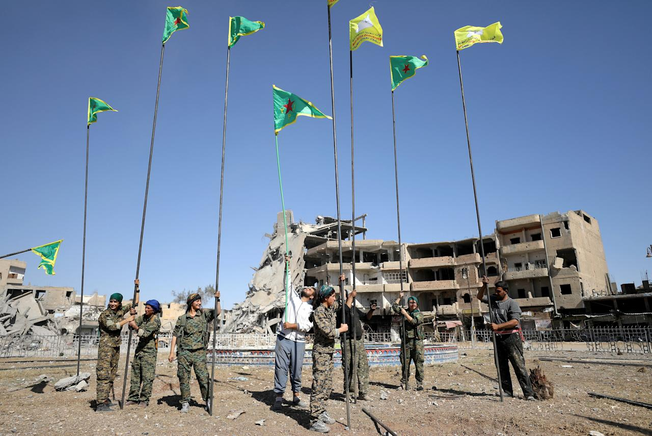 Fighters of Syrian Democratic Forces place flags at Naim Square after liberating Raqqa, Syria October 18, 2017.     REUTERS/Rodi Said     TPX IMAGES OF THE DAY