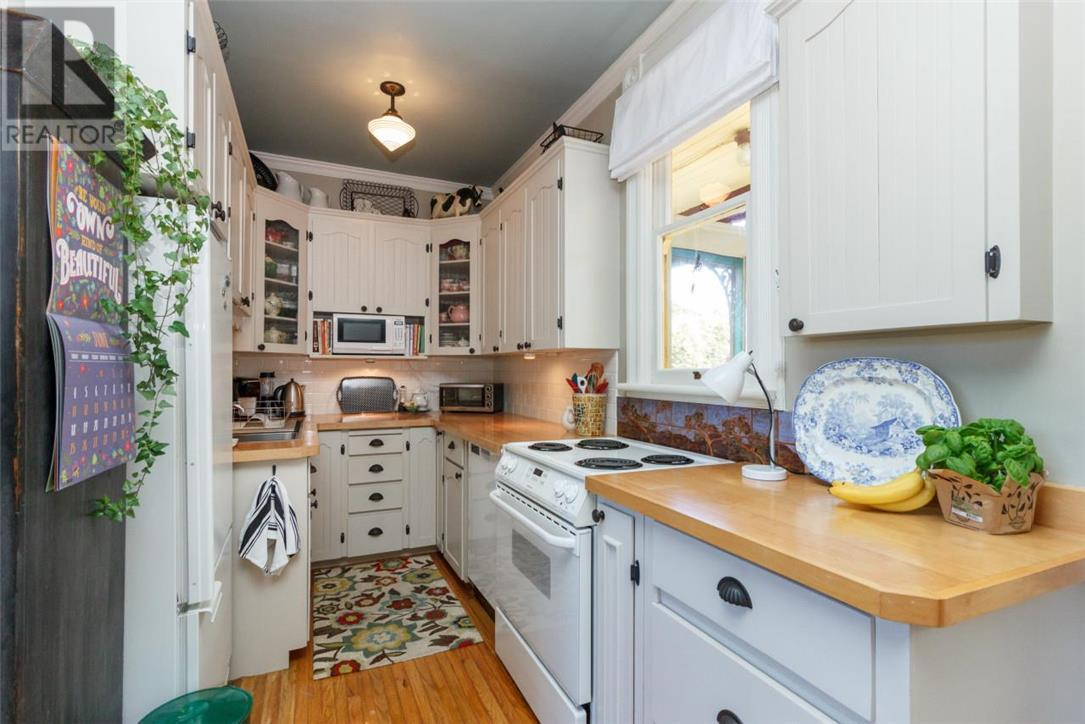 "<p><a rel=""nofollow"">35 San Jose Ave., Victoria, B.C.</a><br /> While the home still maintains much of its original character, updates have been made to it throughout the years, including the kitchen.(Photo: Zoocasa) </p>"