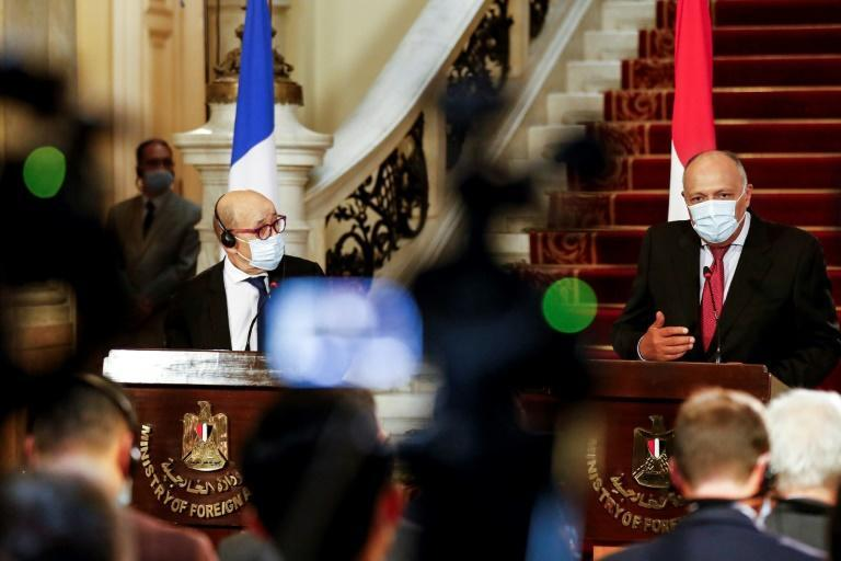 France's Foreign Minister Jean-Yves Le Drian (L) and Egyptian Foreign Minister Sameh Shoukry (R), gave a press conference during the top French diplomat's visit