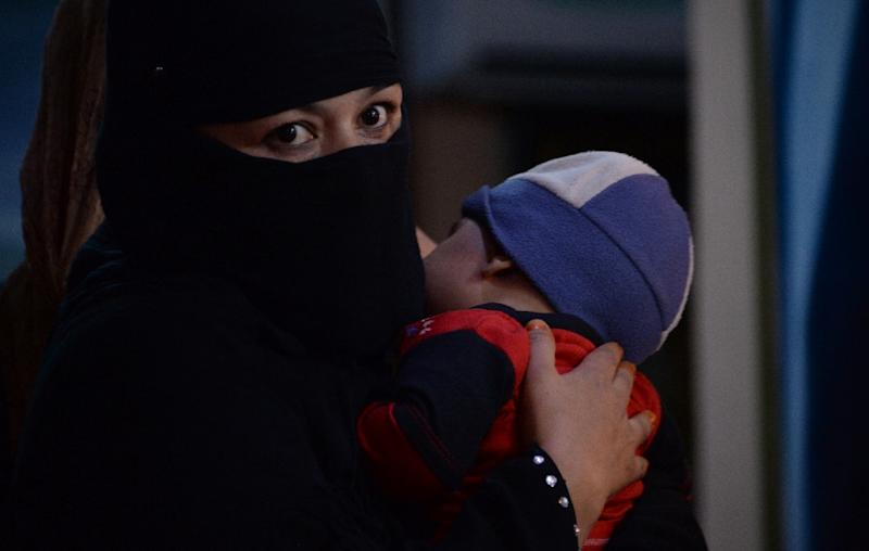 Afghan woman Shakila, who has been displaced from Kunduz during clashes between Afghan security forces and the Taliban, holds her child as she waits at a Kabul hotel for temporary shelter donated by a businessman (AFP Photo/Noorullah Shirzada)