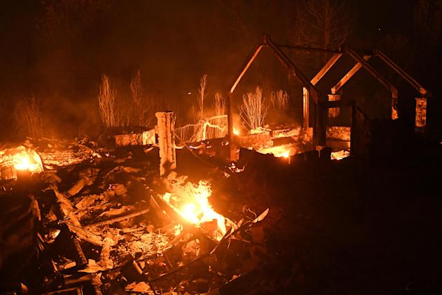 <p>Flames from the Ponderosa fire burn a home east of Oroville, Calif., Aug. 29, 2017. (Photo: Noah Berger/Reuters) </p>