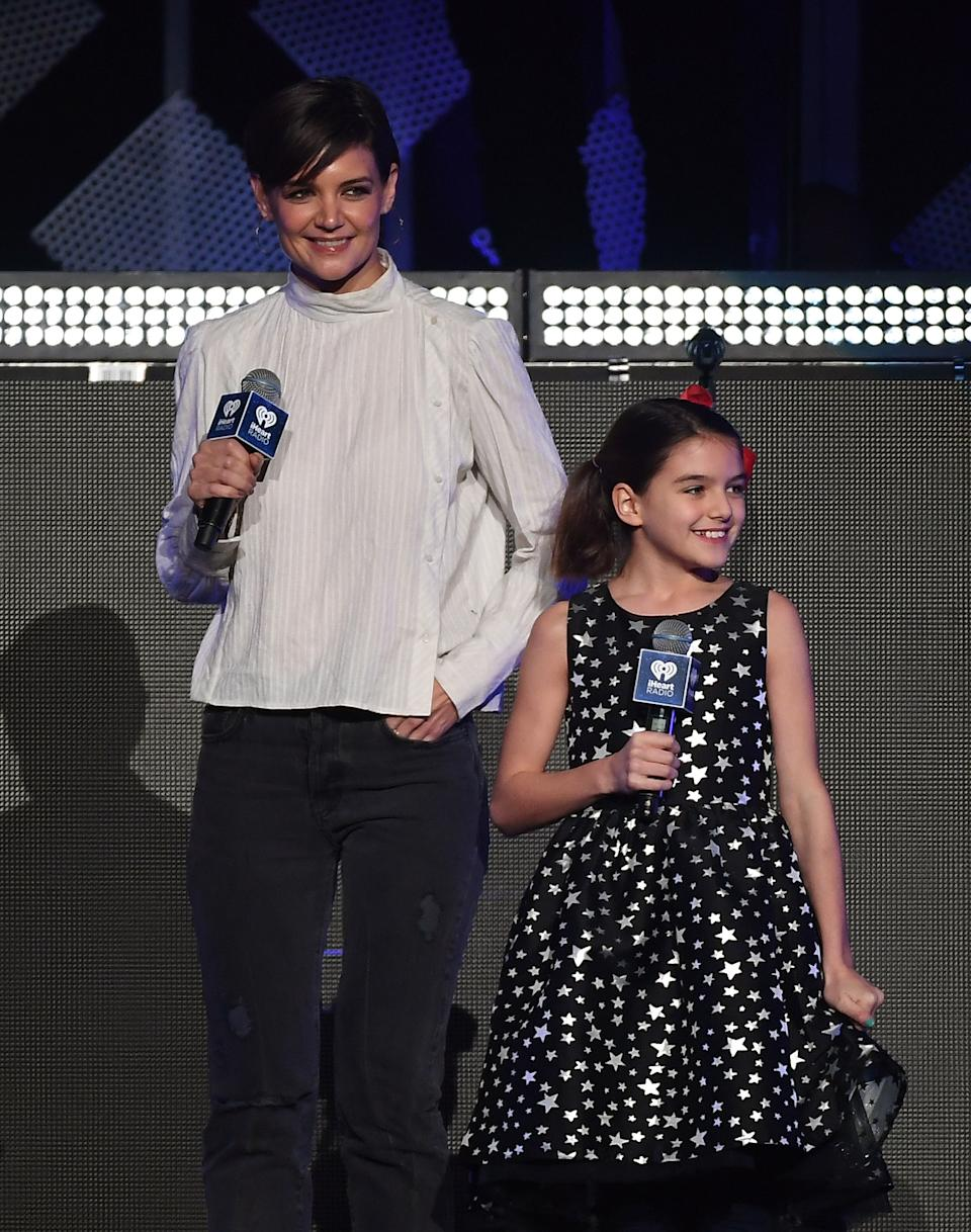 Katie Holmes and her daughter Suri Cruise speak onstage at the Z100's iHeartRadio Jingle Ball 2017 at Madison Square Garden on December 7, 2017 in New York. / AFP PHOTO / ANGELA WEISS        (Photo credit should read ANGELA WEISS/AFP via Getty Images)