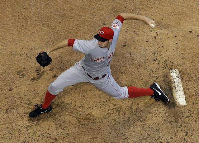 Cincinnati Reds starting pitcher Tony Cingrani throws during the first inning of a baseball game against the Milwaukee Brewers on Thursday, Aug. 15, 2013, in Milwaukee. (AP Photo/Morry Gash)