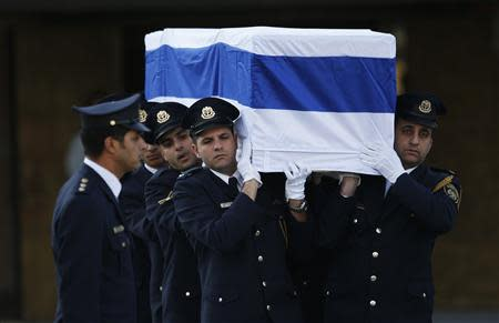 Members of the Knesset guard carry the flag draped coffin of former Israeli prime minister Sharon at Israel's parliament in Jerusalem