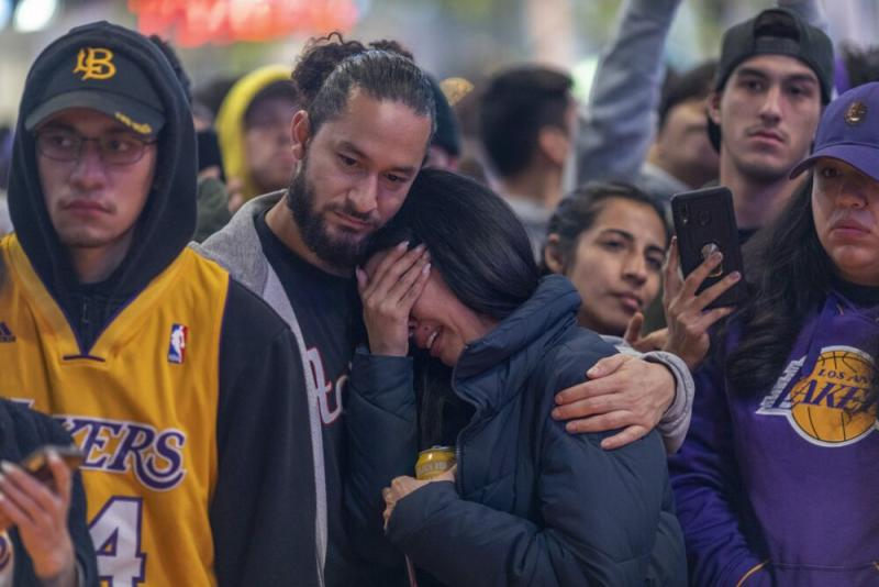 Fans react to Kobe Bryant's death | David McNew/Getty