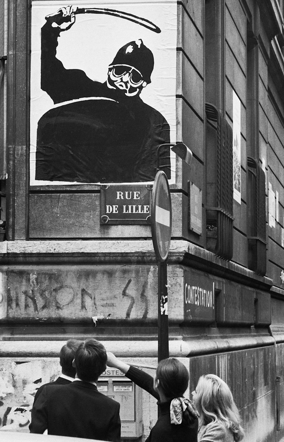 <p>A May '68 poster is seen on a wall of the School of Oriental Languages, Rue de Lille, Paris, May 7, 1968. (Photo: Gökşin Sipahioğlu/SIPA) </p>