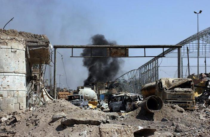 Another airstrike hits the Old City neighborhood in Mosul. (Ash Gallagher for Yahoo News)