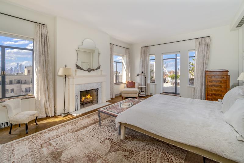 A bedroom in Streisand's former home.