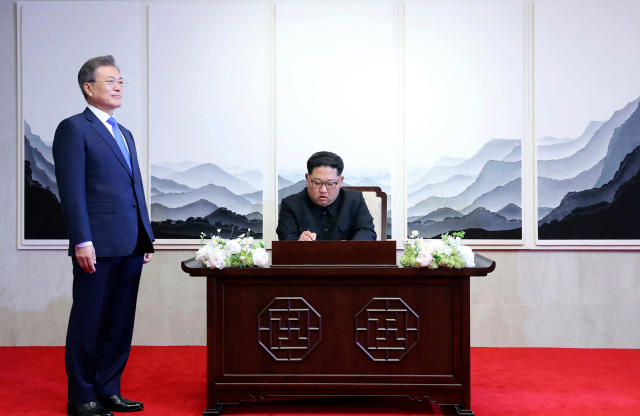 <p>North Korean leader Kim Jong Un signs a guest book next to South Korean President Moon Jae-in, left, inside the Peace House at at the border village of Panmunjom in Demilitarized Zone Friday, April 27, 2018. (Photo: Korea Summit Press Pool via AP) </p>