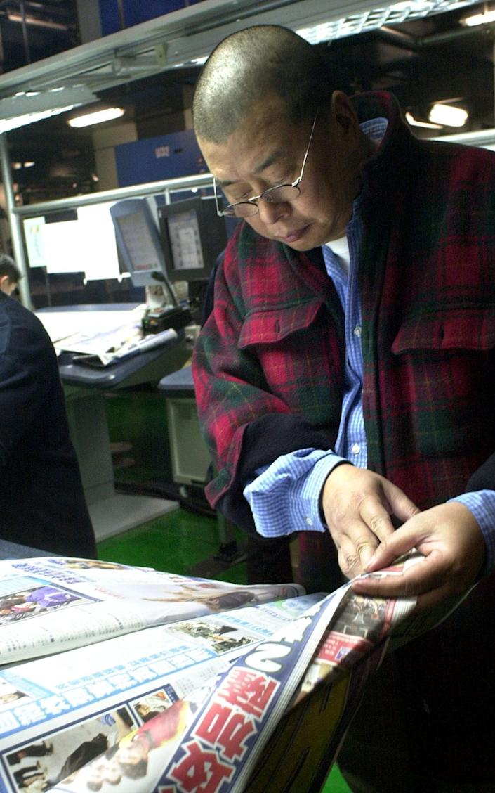 Jimmy Lai checks the printing of one of the first copies of the Apple Daily in 2003