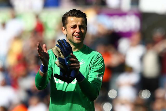 West Ham confirm signing of Lukasz Fabianski from Swansea in £7m deal