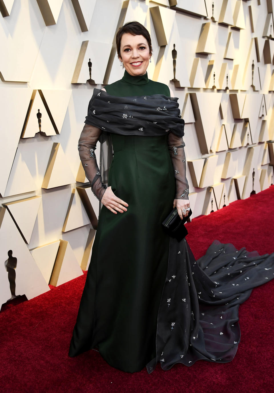<p>The British star looked very regal in an emerald green gown, complete with a train. <em>[Photo: Getty]</em> </p>