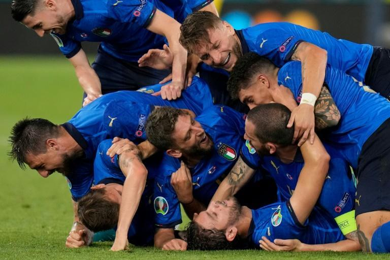 Italy swept into the last 16 with a 3-0 win over Switzerland in Rome