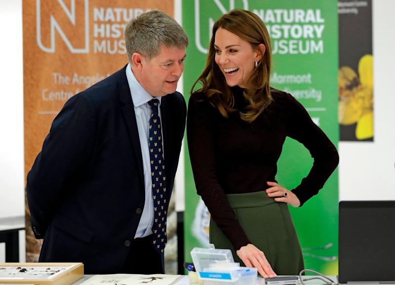 The duchess speaks with Michael Dixon, director of the Natural History Museum, during her visit. (Photo: KIRSTY WIGGLESWORTH via Getty Images)