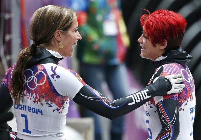 Noelle Pikus-Pace of the U.S. (L) jokes with compatriot Katie Uhlaender after competing in the women's skeleton event at the 2014 Sochi Winter Olympics, at the Sanki Sliding Center in Rosa Khutor February 14, 2014. REUTERS/Murad Sezer (RUSSIA - Tags: OLYMPICS SPORT SKELETON)