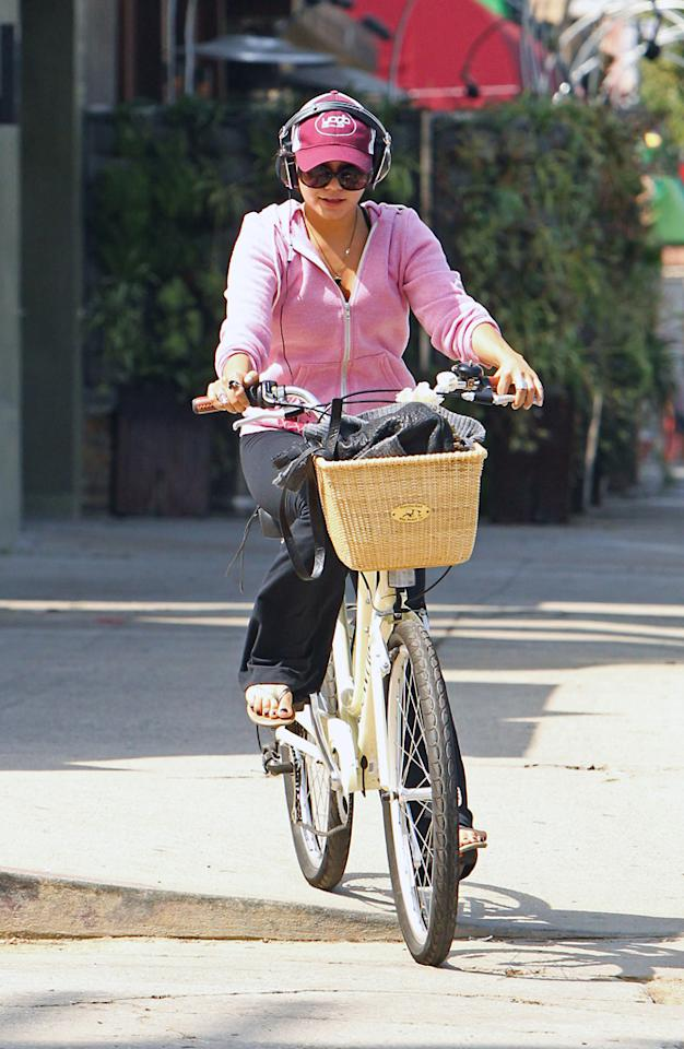 """On Wednesday, former """"High School Musical"""" hottie Vanessa Hudgens was spotted rockin' out while riding her basket-adorned bicycle to a local fitness center in Los Angeles. Pedaling to and from the gym is a great way to burn a few extra calories, plus its eco-friendly! <a href=""""http://www.infdaily.com"""" target=""""new"""">INFDaily.com</a> - September 28, 2011"""