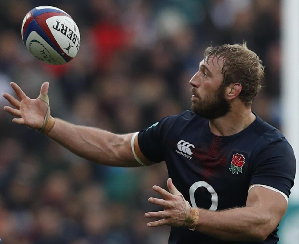 England's flanker Chris Robshaw catches a loose ball after it went wayward from a lineout during a rugby union Test match against Argentina, at Twickenham stadium in London, in November 2016 (AFP Photo/Adrian DENNIS)