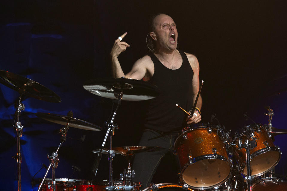 Drummer Lars Ulrich of the American heavy metal band Metallica performs at the Apollo Theater in New York September 21, 2013.  REUTERS/Adrees Latif (UNITED STATES - Tags: ENTERTAINMENT)