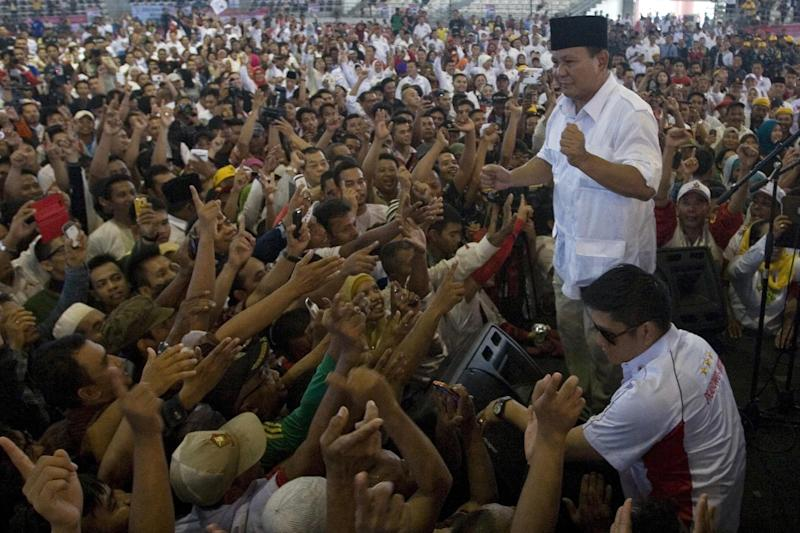 Indonesian presidential candidate Prabowo Subianto (standing) addresses his supporters while campaigning in Medan, North Sumatra province on June 11, 2014 (AFP Photo/Kharisma Tarigan)