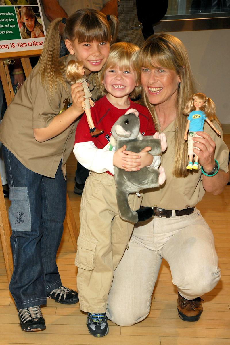 Bindi, Robert, and Terri Irwin pose at the unveiling of Bindi's new toy line at FAO Schwarz on Febraury 18, 2008 in New York City. (Photo by Rob Loud/Getty Images)