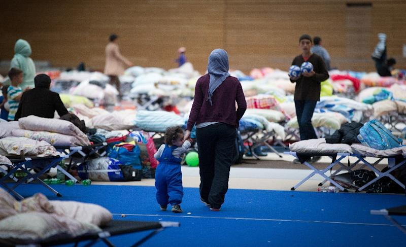 Migrants are pictured in a sport hall of Olympiapark on Septemebr 12, 2015 in Berlin (AFP Photo/Kay Nietfeld)