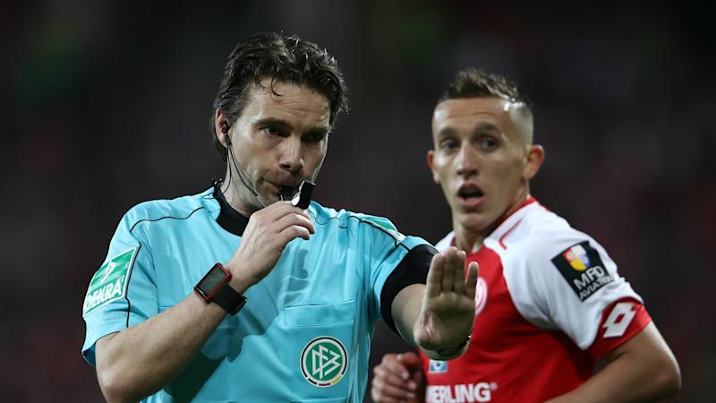 Controversial VAR decision causes bizarre half-time fiasco in Mainz-Freiburg clash