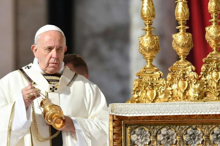 Pope Francis celebrates the canonisation mass on Saint Peter's Square (AFP Photo/Alberto PIZZOLI)