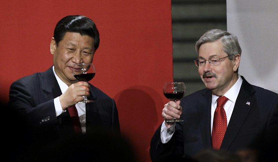 On his return visit to Iowa in 2012, Xi and Iowa governor Terry Branstad, who went on to become US ambassador to Beijing, raise their glasses in a toast. Photo: AP
