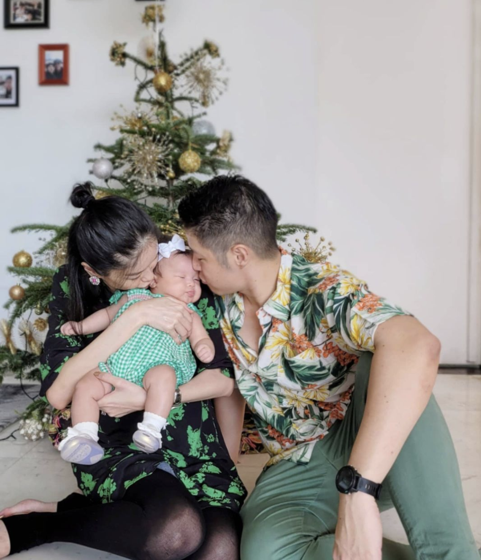 Model/Host Sheila Sim posed with baby Layla, who's celebrating her first Christmas. (PHOTO: Sheila Sim/Instagram)