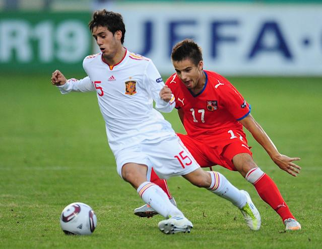 Spain's Juanmi (L) vies with Czech Republic's Martin Hala (R) during their UEFA European Under-19 Championship 2010/2011 final football match in Chiajna village, next to Bucharest, on August 1, 2011. AFP PHOTO/DANIEL MIHAILESCU (Photo credit should read DANIEL MIHAILESCU/AFP/Getty Images)